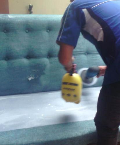 Cuci Sofa Bersih Wangi dan Bergaransi